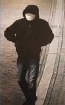 Bewakingsbeeld van de granaatlegger in Zwolle