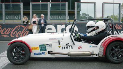 Kiara doet het: ze is de snelste slechtziende chauffeur van België