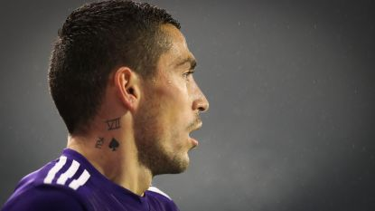 TransferTalk: Transfer Stanciu naar Sparta Praag is rond - Walcott ruilt Arsenal voor Everton - Buyens terug naar Lierse