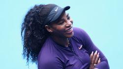 "Longpatiënte Serena Williams liet eigen tennisbaan bouwen en neemt in jacht op heilige 24ste grandslamtitel geen risico's: ""Ik reis met 50 mondmaskers"""