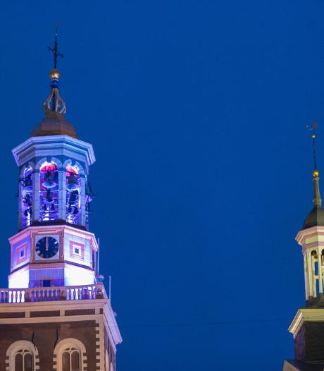 Nieuwe Toren in Kampen kleurt vrijdag rood