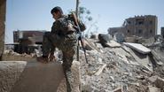 Anti-IS-alliantie breekt door muur rond oude stad in Raqqa