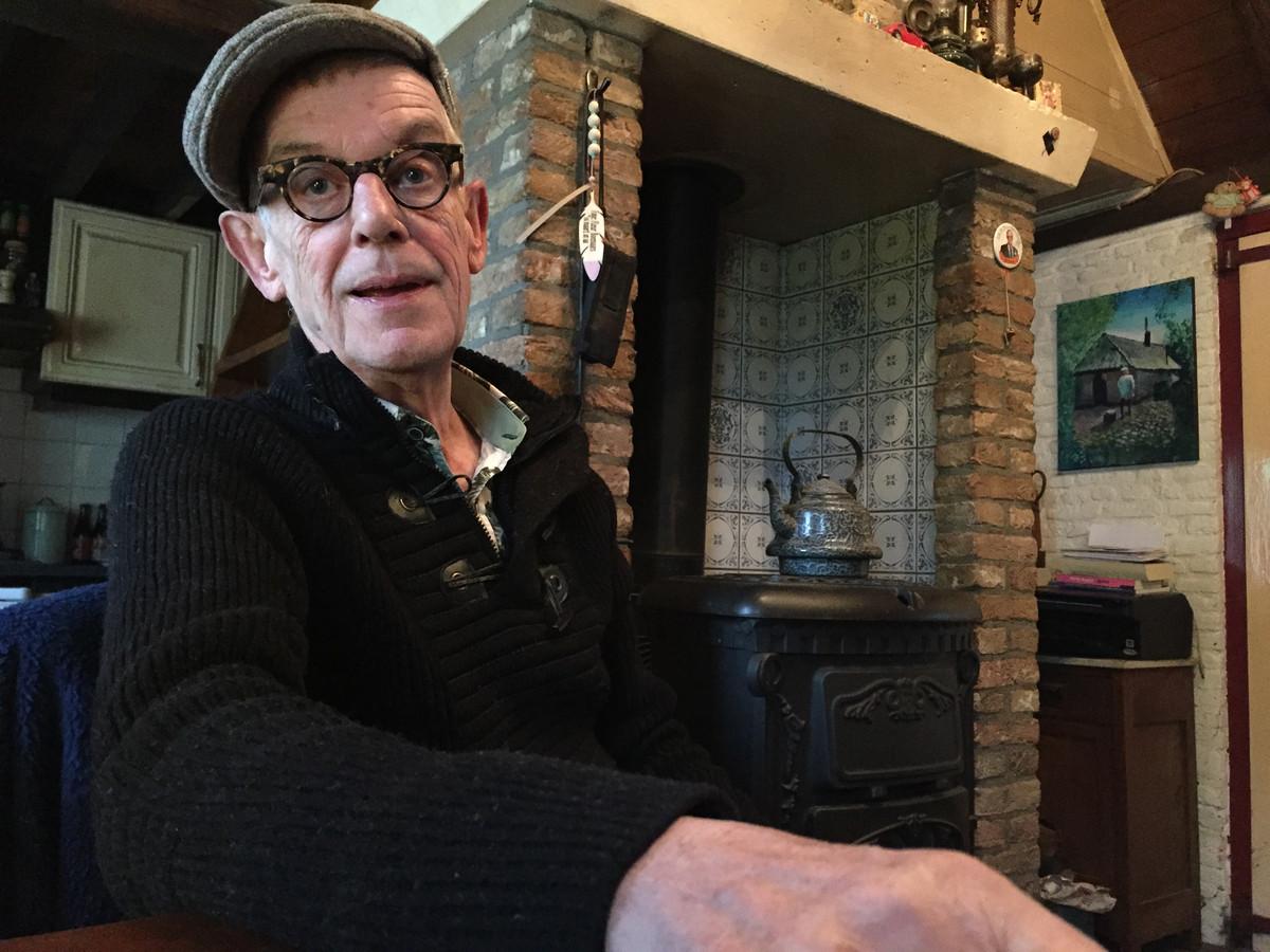 Kees van Berkel, alias D'n Bril, was manager van bekende bands en ging als postbode met pensioen