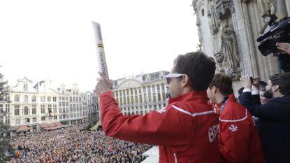 """Belgische hockeyhelden worden door dolenthousiaste mensenmassa gehuldigd op Grote Markt: """"Ongelooflijk. Dit hadden we zelfs niet gehoopt"""""""
