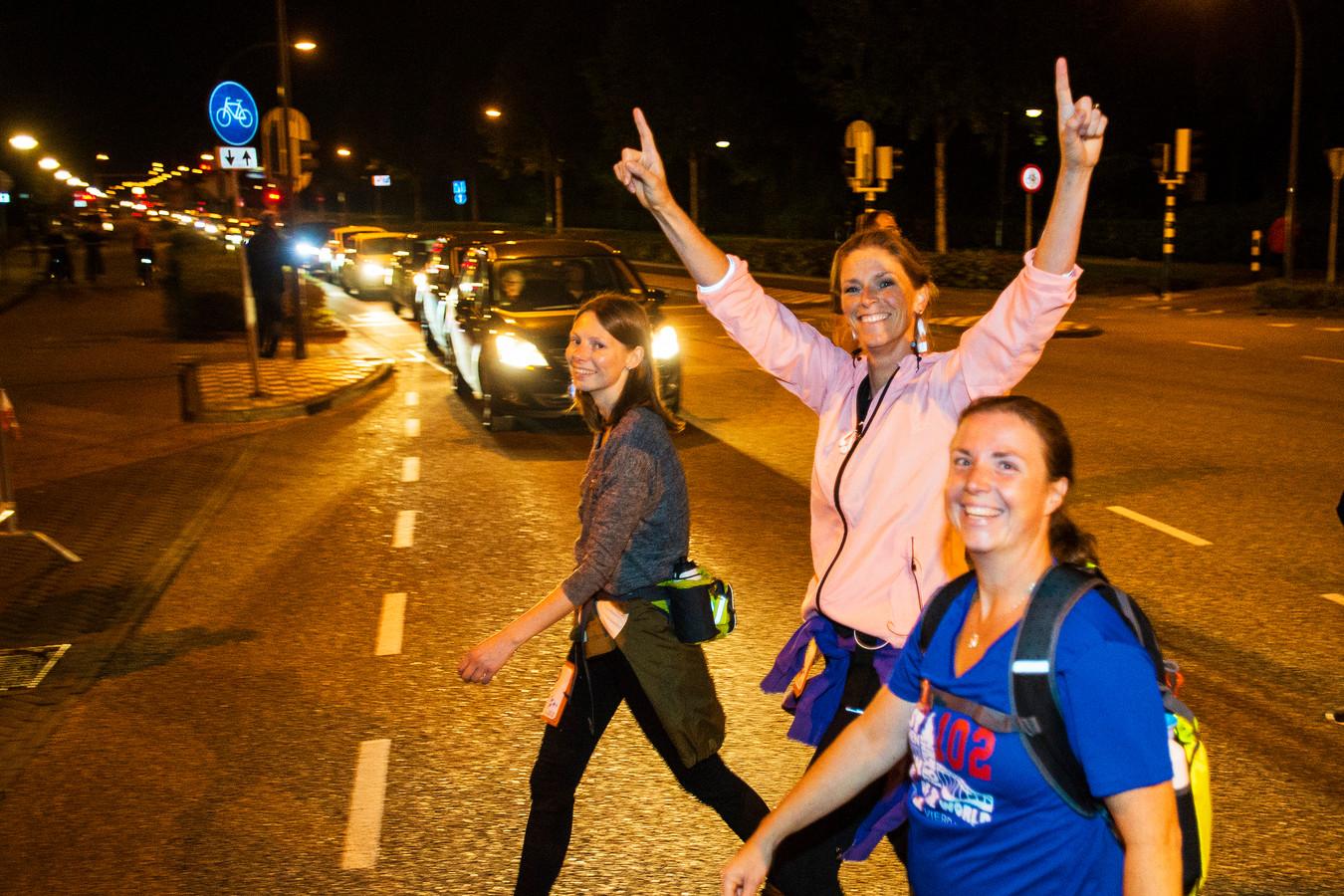 Waalwijk; kruising Burgemeester Van der Klokkenlaan en Stationsstraat; 21.34  uur