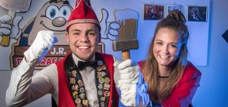 Tent vol jonge carnavalsvierders in Zenderen
