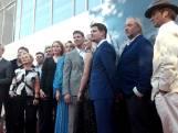 Sterren trekken aan de camera's voorbij op de rode loper, bios Paleiskwartier officieel open