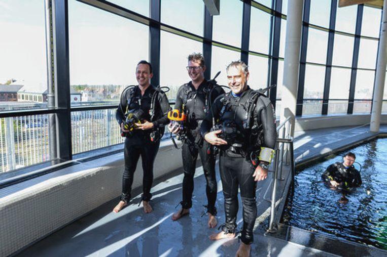 Burgemeester Thomas Vints neemt samen met CEO's Dirk Heylen en Wouter Schoovaerts een duik in het café.