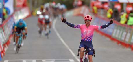 Woods wint enerverende Vuelta-etappe, Carapaz weerstaat aanval Valverde