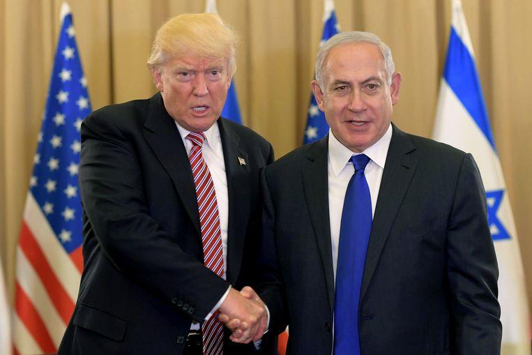 Donald Trump (L) en Benjamin Netanyahu (R)