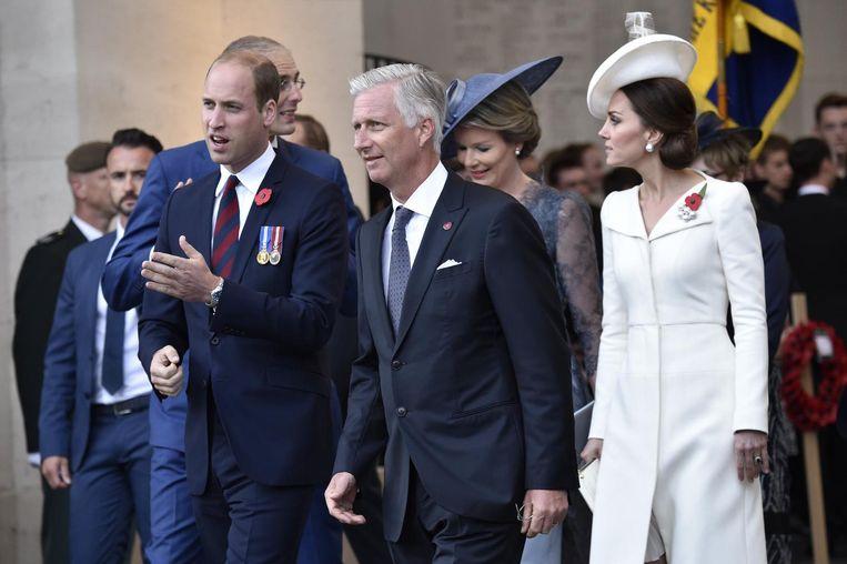 De Britse prins William tijdens zijn vorige bezoek op 30 juli in Ieper, samen met echtgenote Kate Middleton en ons vorstenpaar.