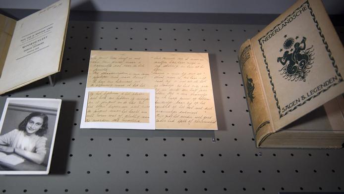 Een aantal foto's en brieven uit het archief van Otto Frank, die nu nog in het Anne Frank Huis zijn tentoongesteld.