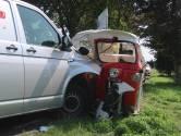 Tuktuk botst frontaal op bestelbus in Raamsdonk