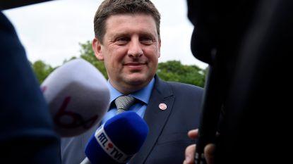 Sp.a-voorzitter Crombez biedt ontslag aan, partij wil in Vlaanderen naar de oppositie