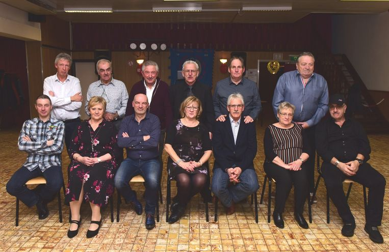 De gehuldigden vooraan met achter hen het bestuur van de Vrijwillige Bloedgevers
