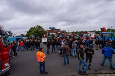 boeren-blokkeren-distributiecentrum-albert-heijn-in-zwolle