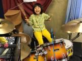 8-jarige drumvirtuoos speelt cover Led Zeppelin