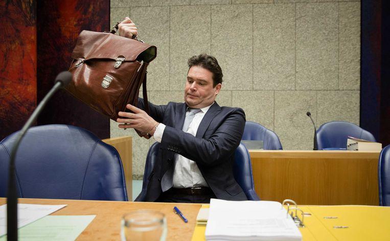 Staatssecretaris van Financien Frans Weekers voorafgaand aan het debat over fraude met overheidstoeslagen. Beeld null