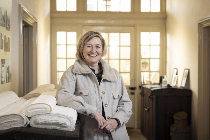 """Museumdirecteur Liesbeth Hassink is trots op Het Bussemakerhuis. """"Het is het enige linnenhandelshuis in Nederland dat nog in de vrijwel oorspronkelijke staat verkeert."""""""
