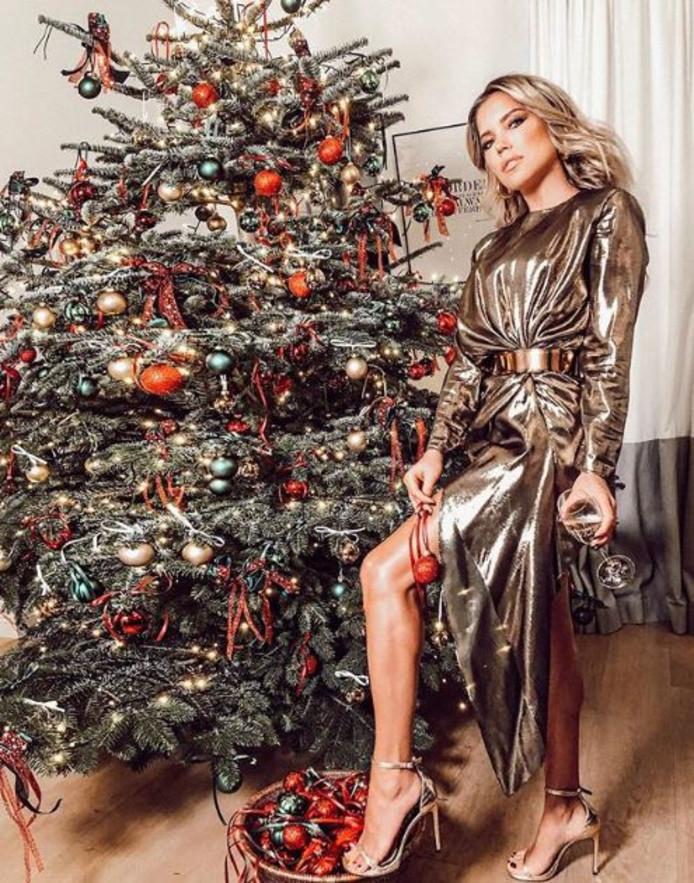 Sylvie Meis koos dit jaar voor de klassieke kerstkleuren.