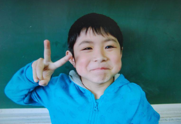 Het zevenjarige Japanse jongetje dat levend is teruggevonden in het bos. Beeld null