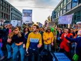 Honderden mensen dansen voor een beter uitgaansleven in Rotterdam