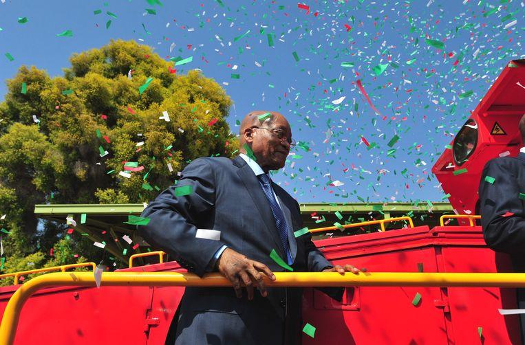 Zuma onthulde gisteren nog feestelijk een nieuwe treinlocomotief. Beeld EPA