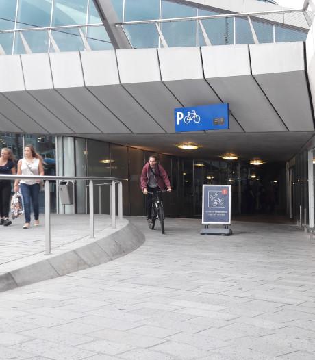 Accudief kraakt e-bikes in stalling bij Arnhem Centraal