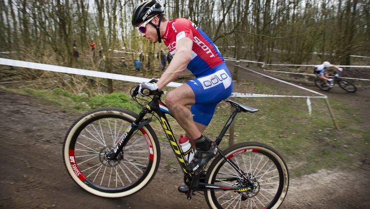 Michiel van der Heijden in actie tijdens de mountainbikewedstrijd Paasbike, in april 2015. Beeld anp