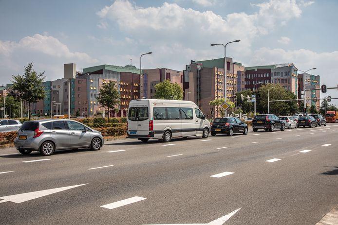Door drukte op de wegen rond het ziekenhuis dreigt een onveilige situatie te ontstaan.