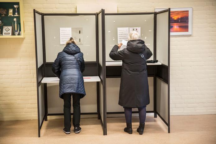 In Nederland mag je pas stemmen vanaf 18 jaar.
