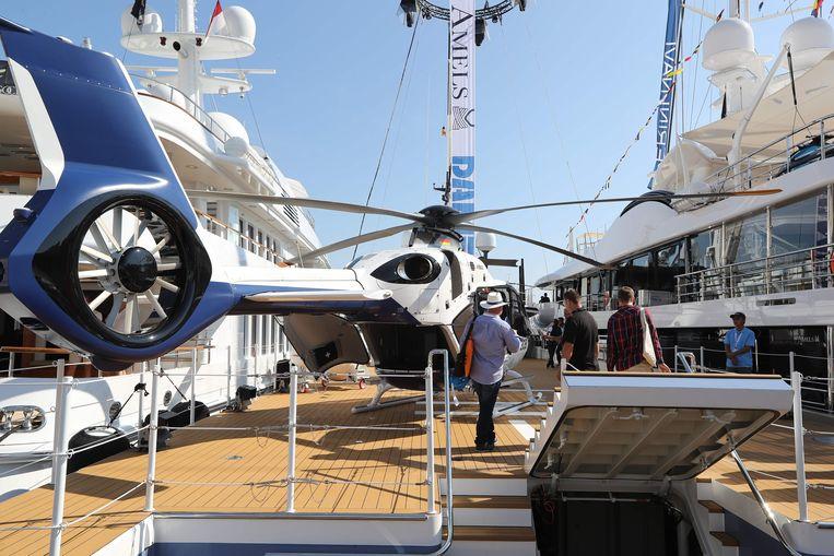 Een helikopter is te groot voor een jacht, zegt u? Niet dit model.