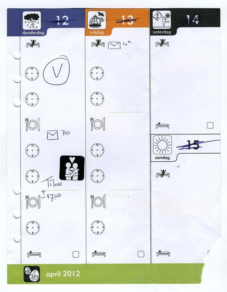 In de agenda van een klant het bezoekschema in pictogrammen. Beeld Sofie van de Calseijde
