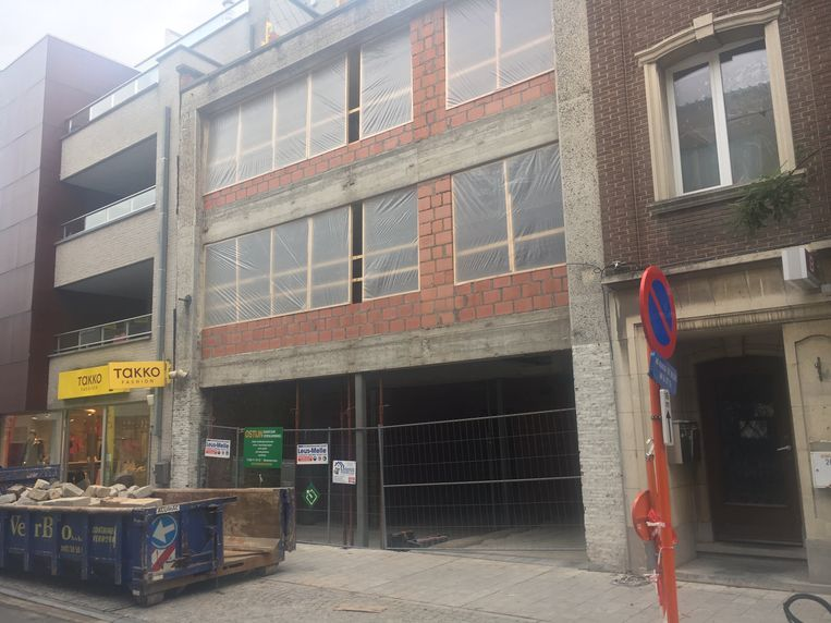 Op de bouwwerf in de Markstraat raakte een arbeider gewond.
