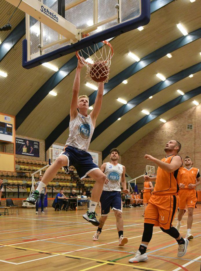 Thijs Beumer scoorde 15 punten voor BC Vlissingen tegen SBU Utrecht (archieffoto)
