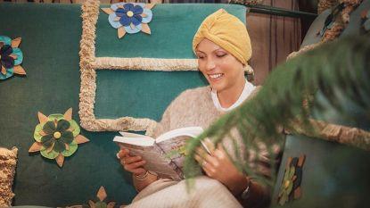 Fashionista maakt stijlvolle 'mutsjes' voor vrouwen die hun haar verliezen door chemo