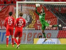 FC Twente laat Ajax ontsnappen na twee goals invaller Huntelaar