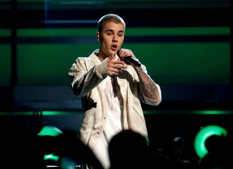 """""""Mijn vader was niet in staat een kind op te voeden"""", zegt Justin."""