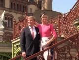Koning en koningin bezoeken imposant Duits slot