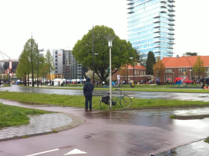 Regenachtig grijs weer tijdens Koningsdag in Eindhoven.
