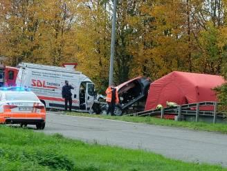 """Bestuurder bestelwagen getuigt na horrorcrash met inbrekers op E19: """"Ik dacht dat ik mijn kindje van 5 maanden oud nooit meer zou zien"""""""
