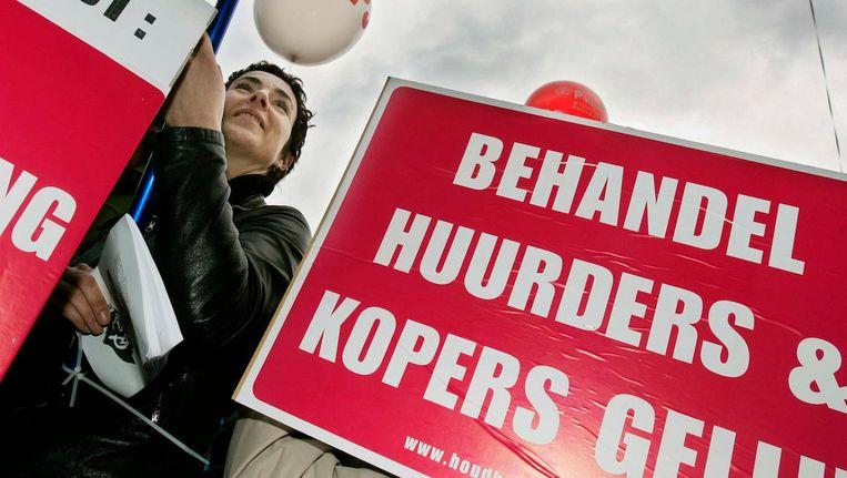 Al jaren vechten demonstranten voor gelijke behandeling van huurders en kopers. Beeld anp