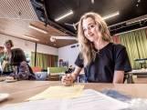 Halfblinde Joyse (19) uit Delft slaagt cum laude voor haar vwo