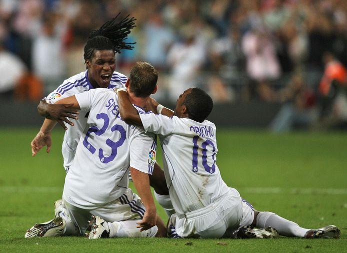 Drenthe, Sneijder en Robinho vieren een goal.