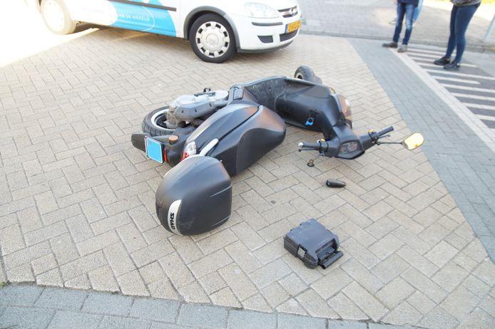 Scooterrijder gewond bij aanrijding Waalwijk.