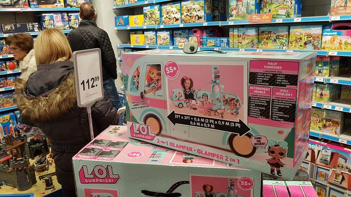 De 2 in 1 (uitpak) Glamper van L.O.L. is populair bij de meiden.