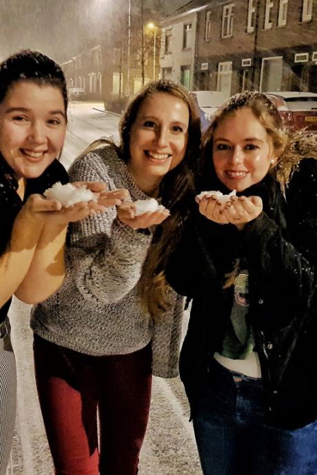 Wakker worden in een witte wereld: app ons je sneeuwplaatjes