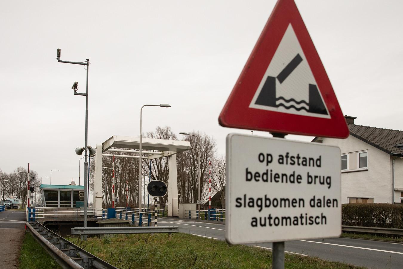 Eerder werd ook al duidelijk dat Utrechtse bruggen Chroom-6 bevatten. Bij de Eembrug Baarn (foto) zou het anti-roestmiddel in de signaallichten zitten.