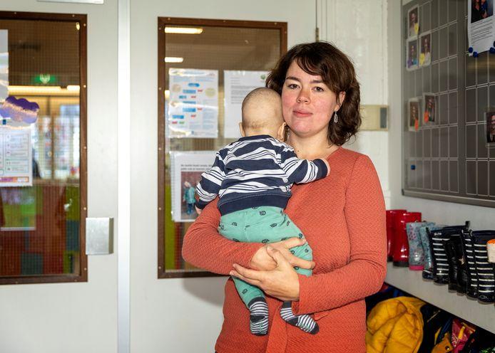 Thessa Zaadhof  van de oudercommissie van De Boemel  in Waddinxveen. Haar twee kinderen hebben straks geen plek meer.