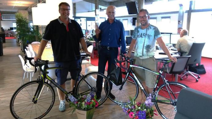 V.l.n.r. Ardjan Bakker, Arie Leen Kroon (hoofdredacteur PZC) en Jur Janse